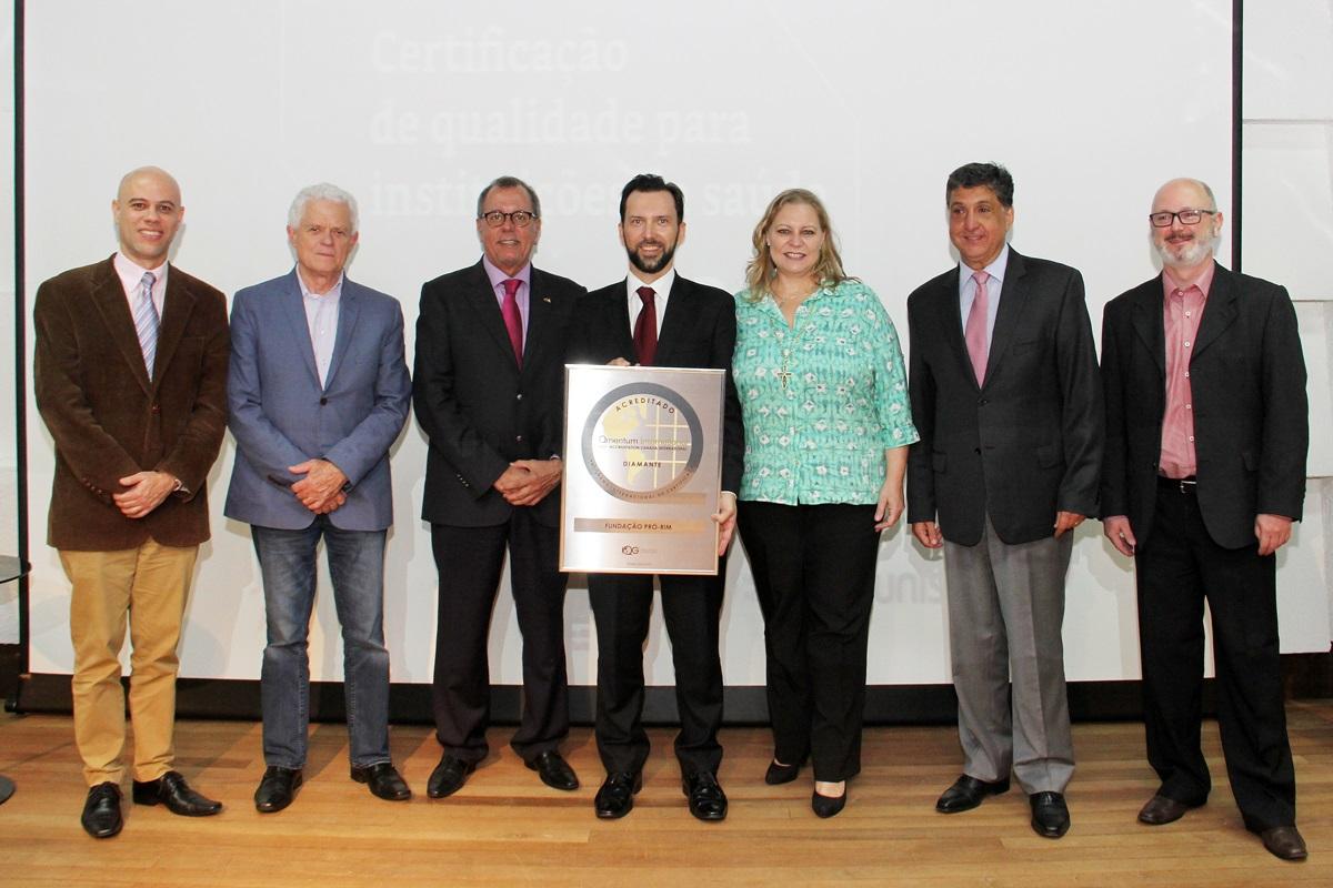 Dr. Yussif e equipe Pró-Rim